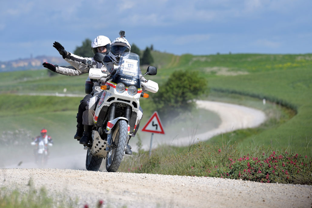 Più di 500 moto s'incontrano in maggio a Gaiole in chianti per percorrere i 220 km die strade bianche. Organizzatore Andrea Leggeri Claudio Godenzi, fotopower.ch